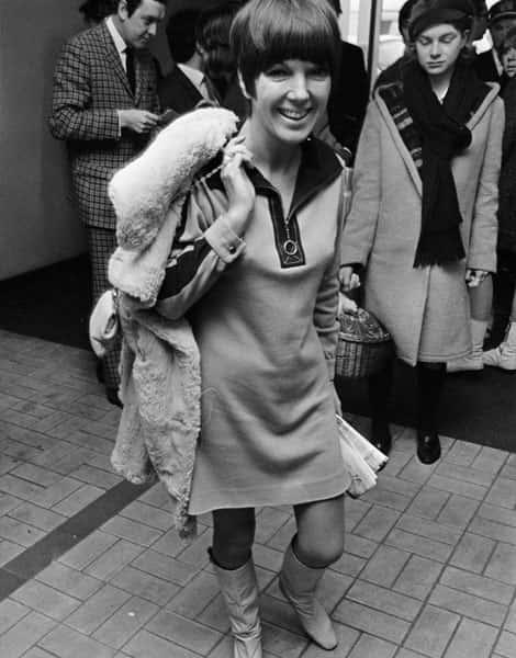 1966, Mary Quant en minijupe