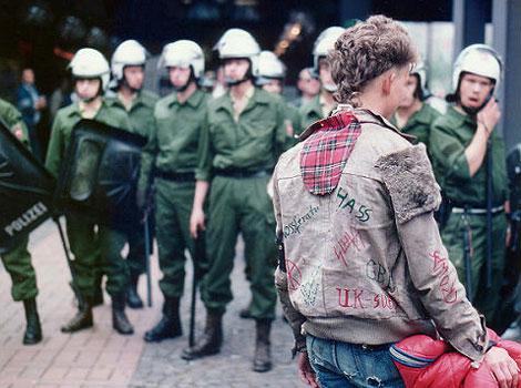 La mode punk anarchiste des années 1980