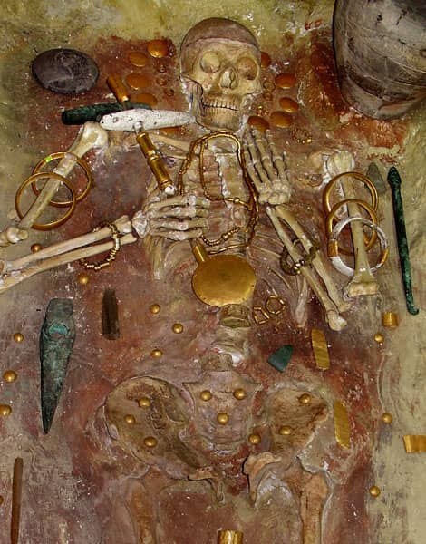 Nécropole de Varna, les plus anciens bijoux en or