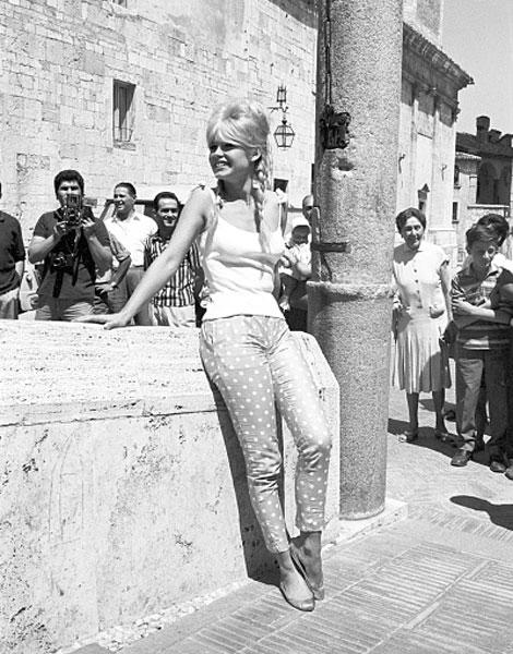 Histoire de la Mode   Les années 1960 - Portail de la Mode 25ebe56ca46d