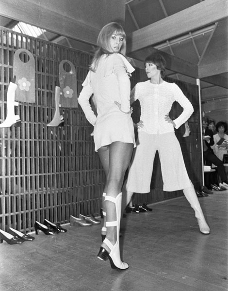 Mini-jupe au défilé Mary Quant, 1969