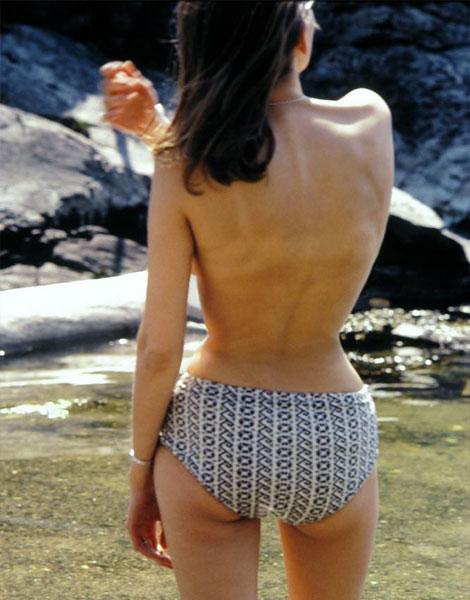 Baignade seins nus dans les seventies