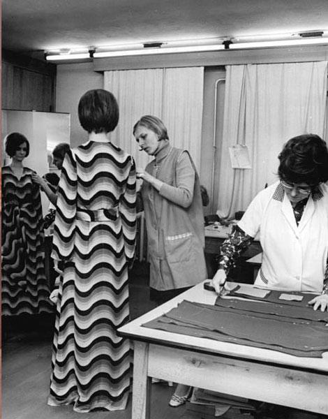 1971, robe longue et imprimés sont psychédéliques