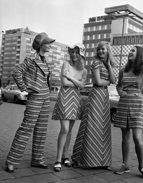 1972, pantalon flare et jupes aux rayures délirantes