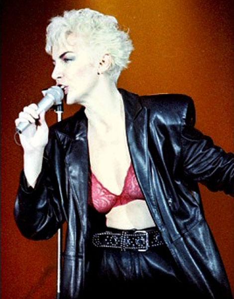 Cheveux courts : Annie Lennox en 1986