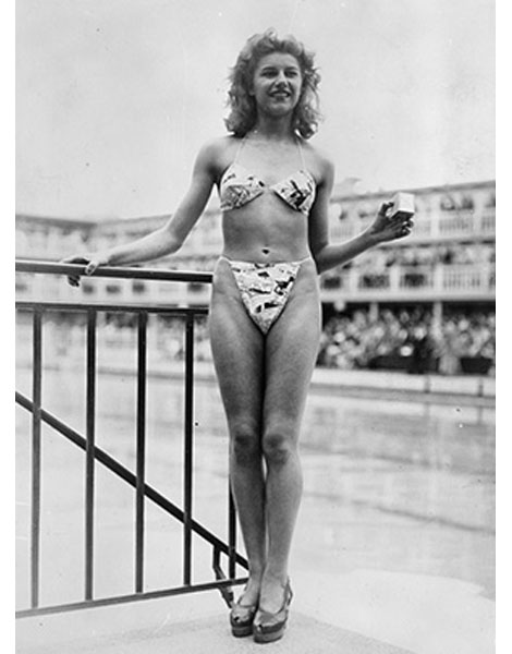 Le premier bikini de l