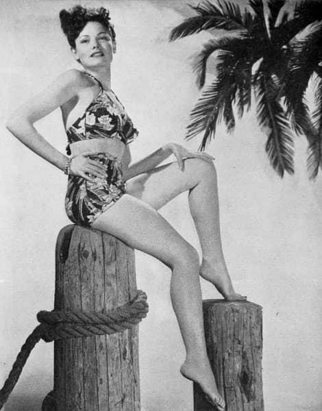 Gene Tierney en maillot de bain deux-pièces taille haute, 1945