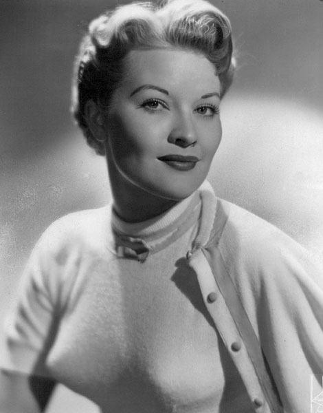 Patti Page en soutien-gorge pointu, 1955