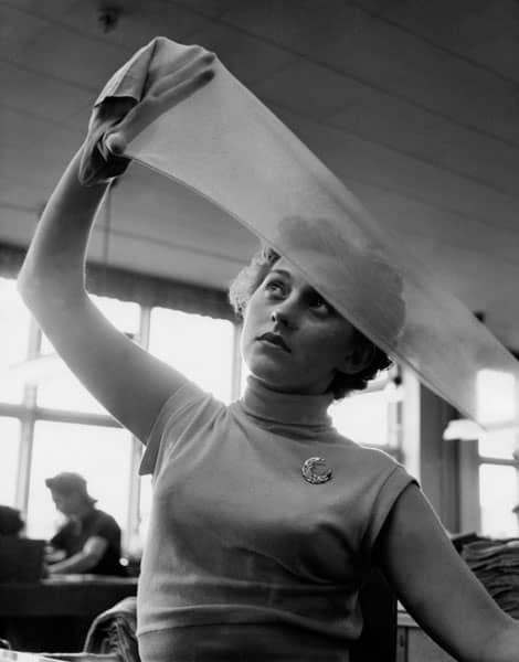 Usine de fabrication de bas en nylon en 1954