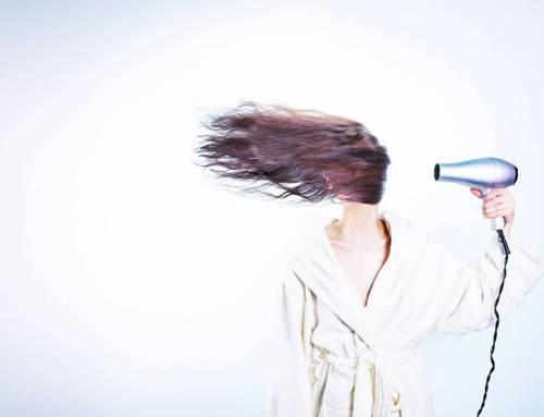 Cheveux secs : conseils et astuces
