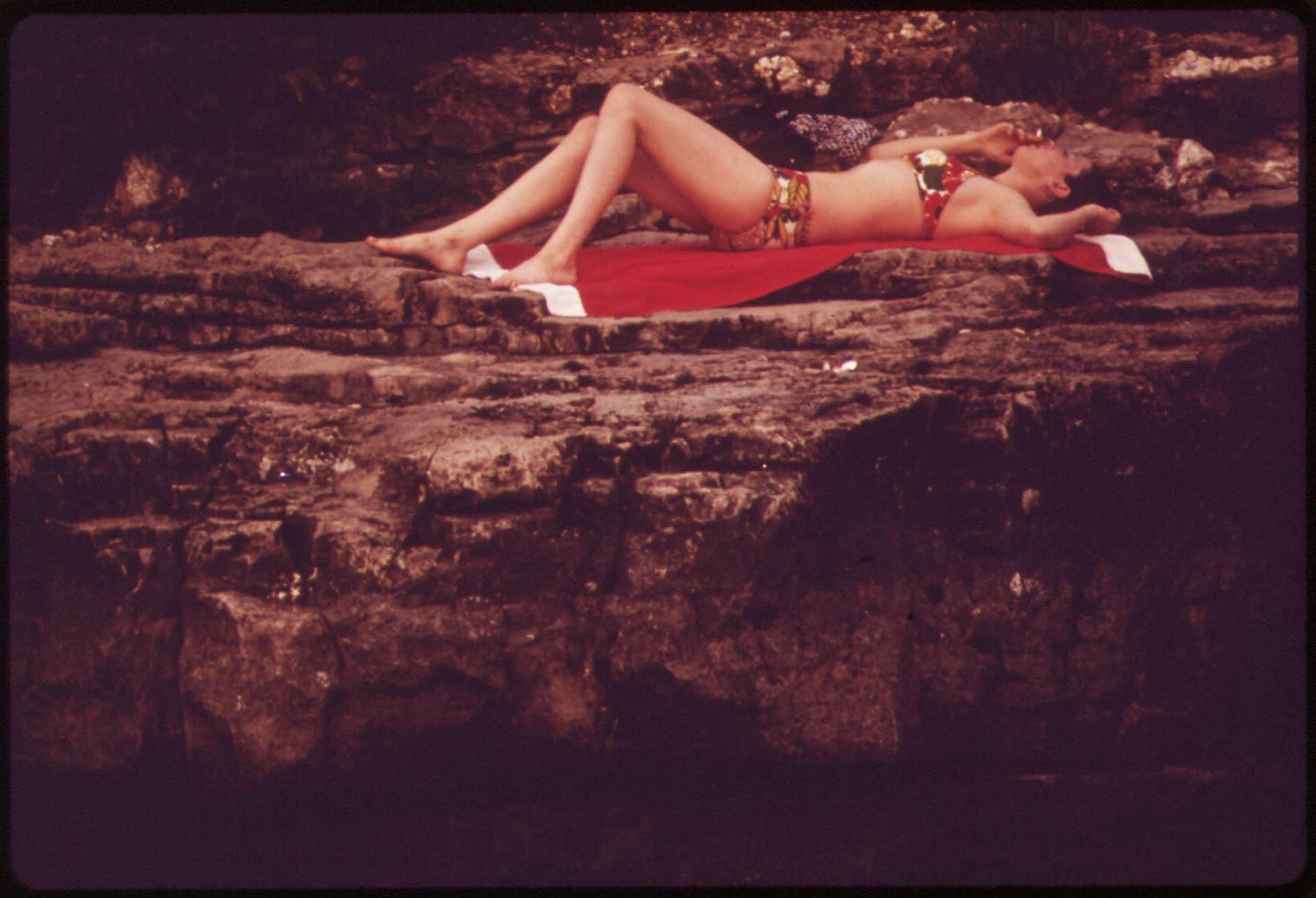 Maillot de bain aux imprimés tropicaux, 1973
