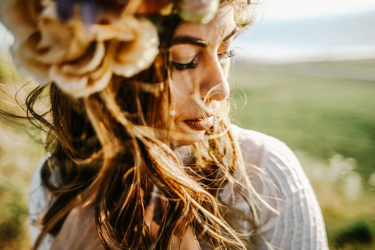Les cheveux de la femme boho chic : naturels