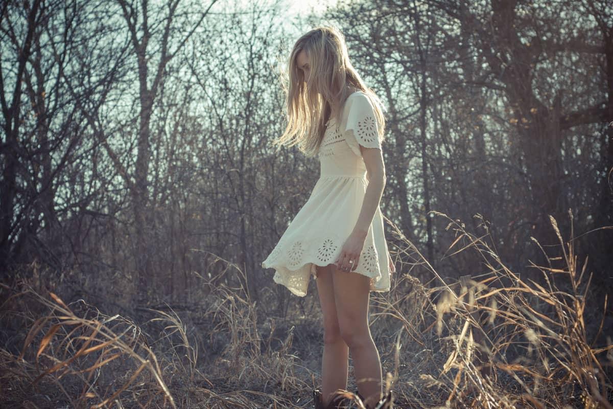 Les vêtements bohèmes : la robe et la chemise blanches