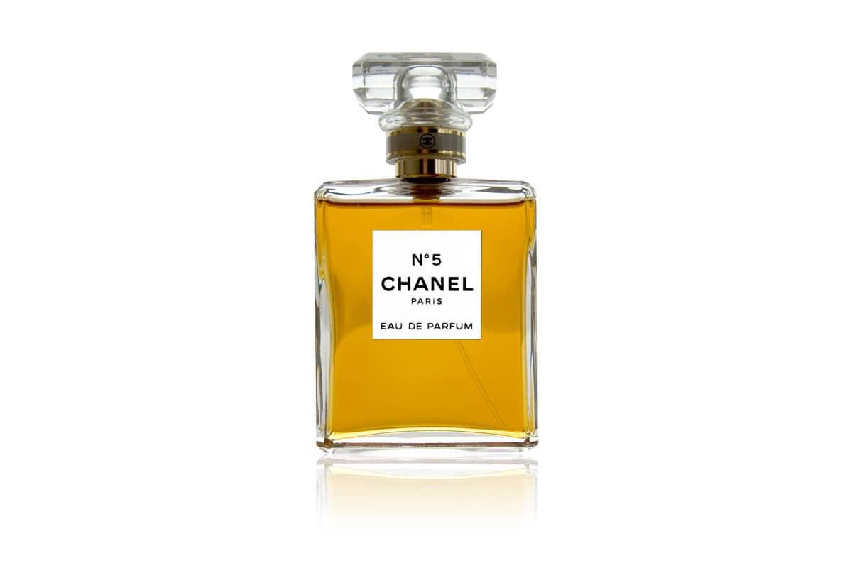 parfums c l bres de la maison chanel l 39 histoire du n 5 chance. Black Bedroom Furniture Sets. Home Design Ideas