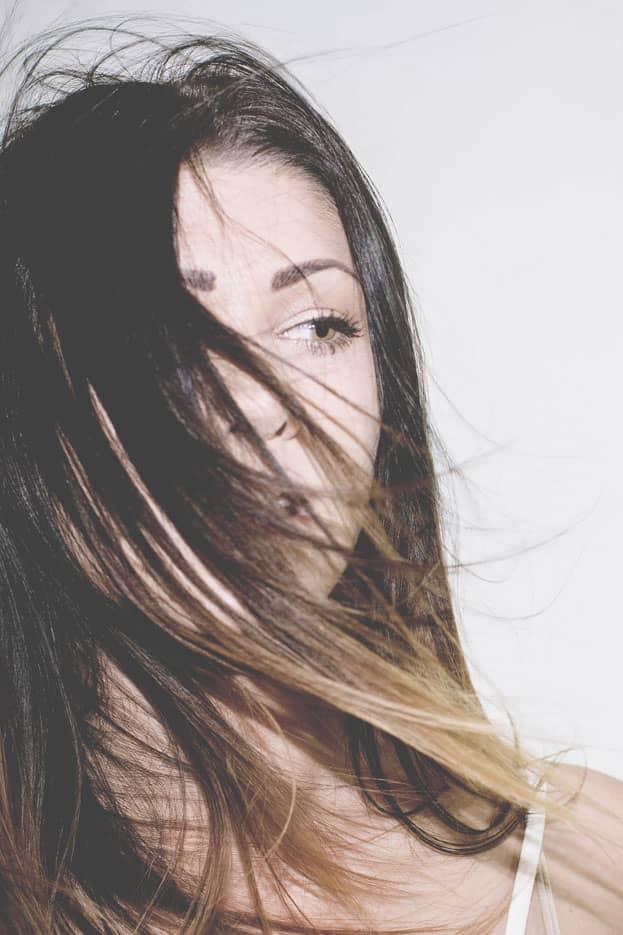 Cheveux : chiffres clés et conseils de soins