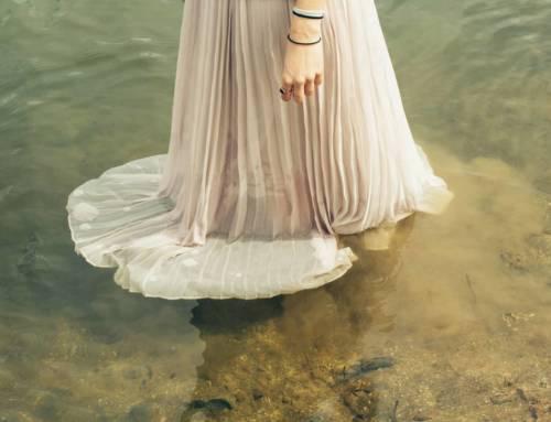La jupe plissée : la tendance mode indispensable du dressing fashion