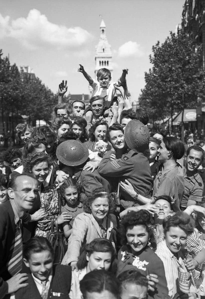 1944 : Paris est en liesse à La Libération