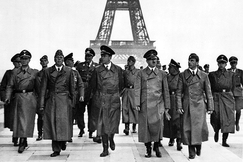 Adolf Hitler devant la Tour Eiffel, 1940